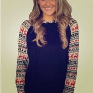 Tops - NEW! holiday print long sleeve hooded top